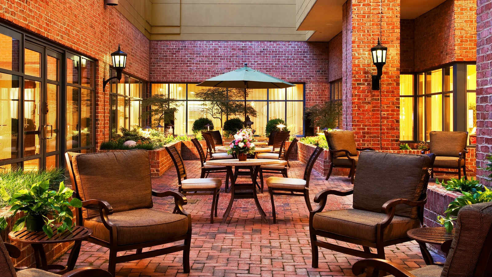 Alexandria Meetings | Sheraton Suites Old Town Alexandria - Courtyard
