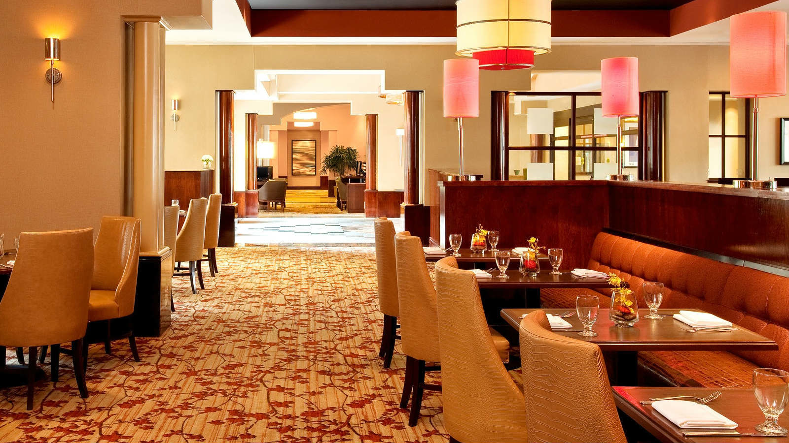 Alexandria Meetings | Sheraton Suites Old Town Alexandria - Fin and Hoof Bar and Lounge